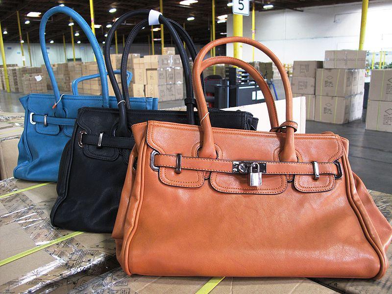 3d1704e48bd1 Podľa našich talianskych kolegov bola za posledný týždeň stovkám  Talianskych spotrebiteľov uložená pokuta za nákup napodobenín značkového  oblečenia cez ...